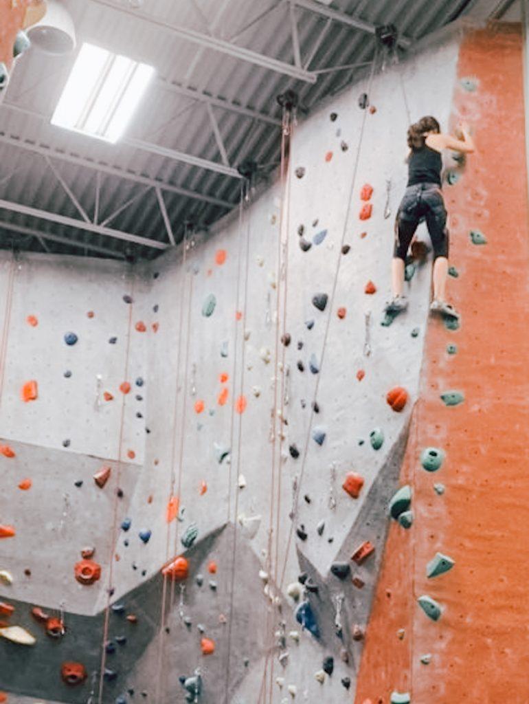 amanda-rousseau-about-me-hobby-photo-rock-climbing